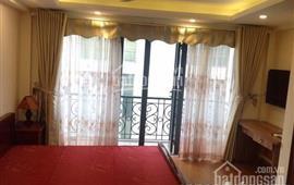 Cho thuê căn hộ phố Hàng Da, Đường Thành, 30m2, sàn gỗ đủ đồ 6tr/th