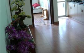 Mình cho thuê căn hộ CC Việt Hưng, thang máy 2PN, giá 4tr/tháng. LH 0973681514